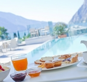 9 Best Breakfasts With a View!