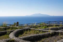 Damecuta: ruderi di villa romana a picco sul mare