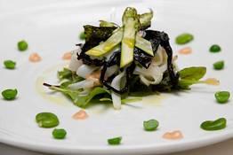 Tagliatella di seppia con insalate di verdure