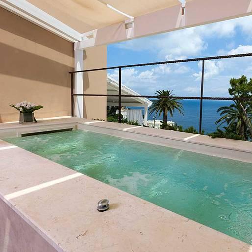 Lifestyle le 8 suite di lusso pi belle di capri isola for Noleggio di grandi cabine ca