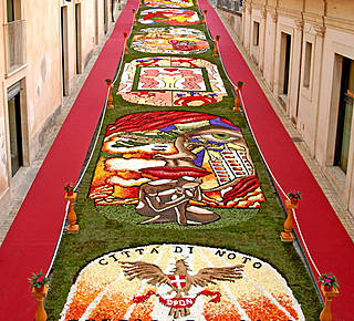 """Infiorata"": Triumph of flowers in Noto Hotel"
