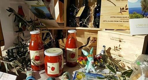 I prodotti enogastronomici di Capri esposti nel centro antico di Melfi