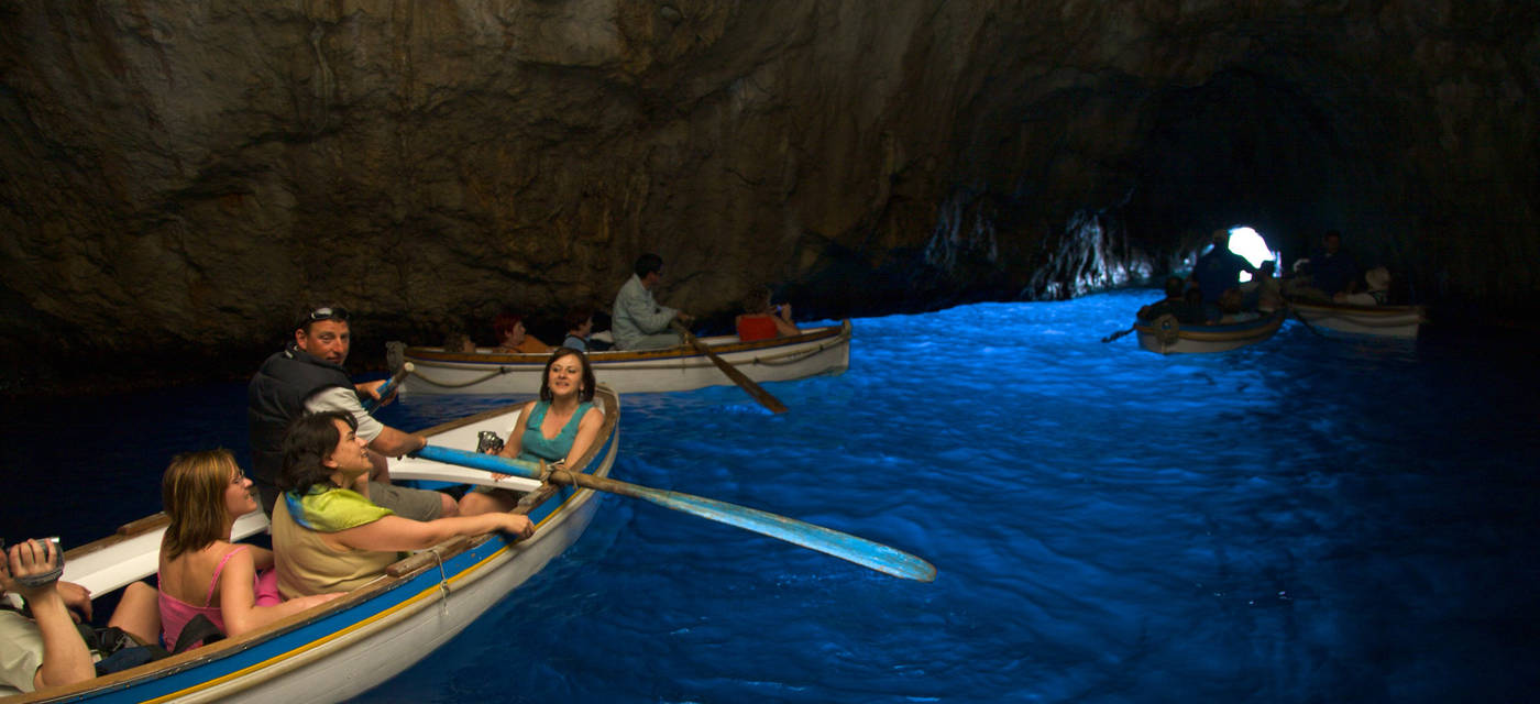 Capri italy grotta azzurra the blue grotto capri for Isle of capri tours