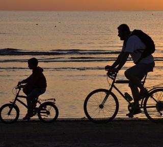Percorrere il lungomare in bici Hotel
