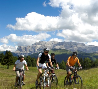 Gite in mountainbike in Val Gardena e d'intorni Hotel