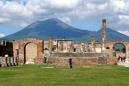 Lucia Pompeii guide and tours