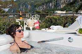 Deluxe seaview terracewith outdoor private jacuzzi