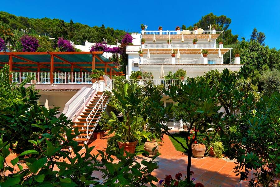 Villa brunella capri 3 reasons to book here capri booking for Villa capri