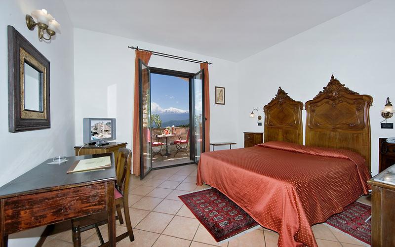 Hotel villa sonia castelmola taormina e 74 hotel for Hotel villa taormina
