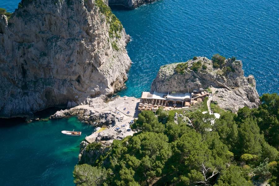 Da Luigi Ai Faraglioni On Capri Relax Between The Faraglioni