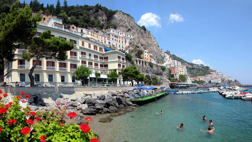 Hotel la bussola amalfi prices and availability for Hotel luxury amalfi