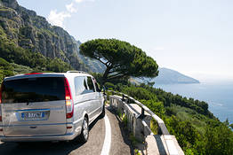 Sorrento Limo - Round trip transfer Naples to Positano + tour