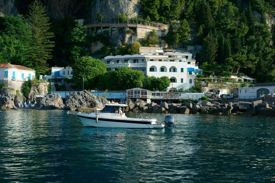 Hotel aurora amalfi amalfi prices and availability for Hotel luxury amalfi