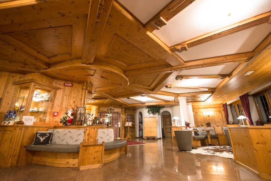 Tevini dolomites charming hotel commezzadura e 37 hotel for Quaint hotel