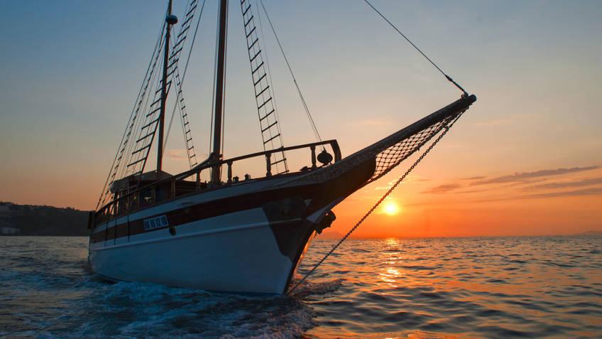 Plaghia Charter Excursions by sea Positano