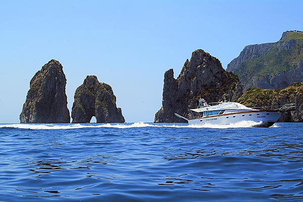 Capri Yacht Charter Excurs�es mar�timas Capri