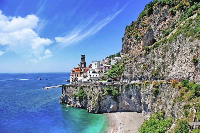 Capri e la costiera amalfitana in lancia 10 mt prenota for Piani casa costiera