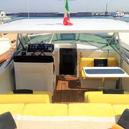 Enjoy the sea of Capri with a speedboat Itama 38