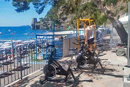 Positano Fitness - A fitness session on Positano beach!