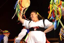 Caprionline - Esibizione dei gruppi folkloristici