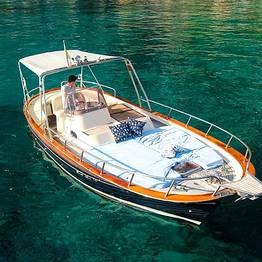 Intera Giornata intorno all'Isola di Capri con marinaio