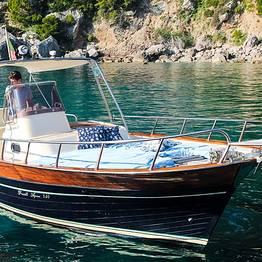 Capri Blue Boats - Giro dell' isola da Marina Piccola con gozzo