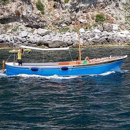 Mezza giornata intorno Capri con tipico Gozzo
