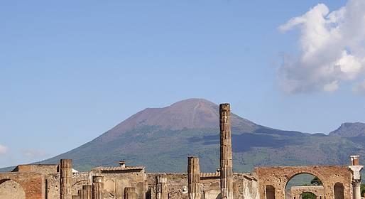 Sorrento Limo - Transfer Nápoles-Positano + 2 horas de tour em Pompeia