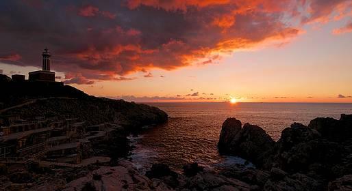 Tecnomar Boat Capri - Sunset Tour of Capri in a Gozzo