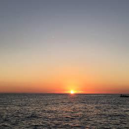 Aperitivo al tramonto con brindisi sotto i Faraglioni