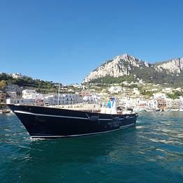 Discover Capri on a lancia boat Milano-Aprea (10 mt)