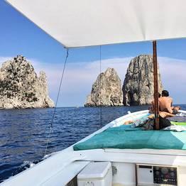 Escursione privata di Capri in gozzo tradizionale