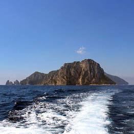 Intera giornata in gommone a Capri 40 cv