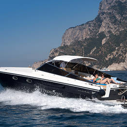 Pegaso Capri Boat Excursion - Excursão particular em Capri e Ísquia em lancha de luxo