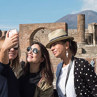 How to visit Pompeii from Naples