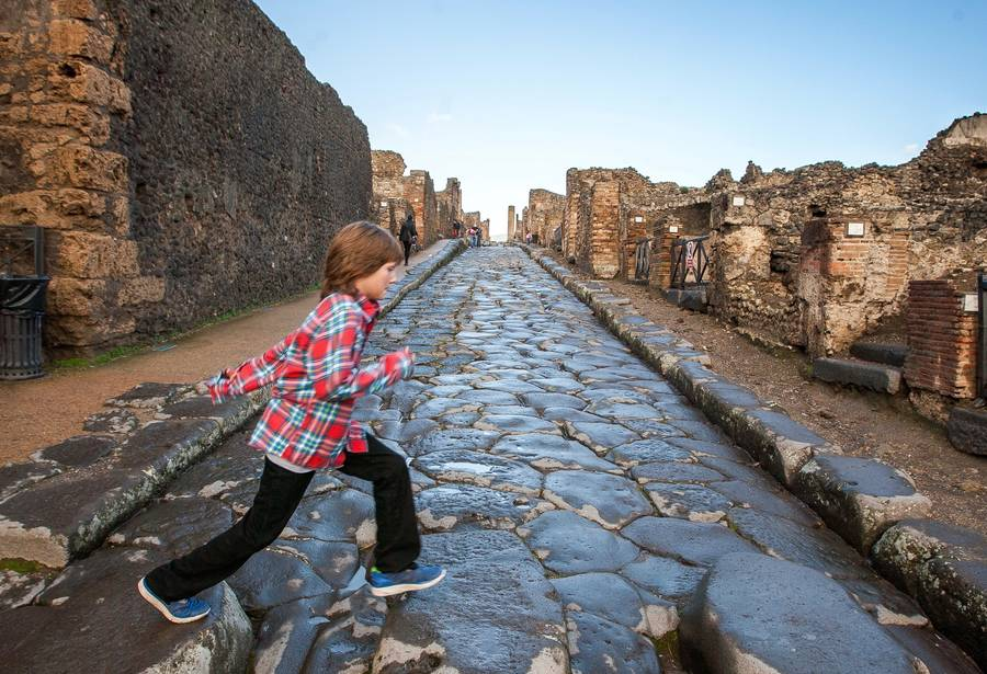 Visiting Naples with Kids: Family-Friendly Sights and Activities