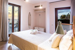 Deluxe double room with balcony (Procida)
