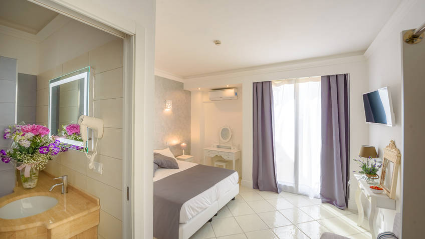 Hotel Alla Bussola 3 Star Hotels Anacapri