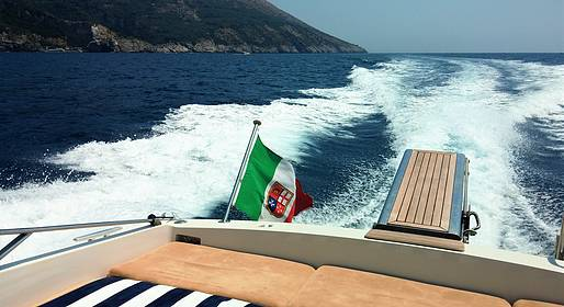 Capri Relax Boats - Enjoy the Sea of Capri with an Itama 38 Speedboat