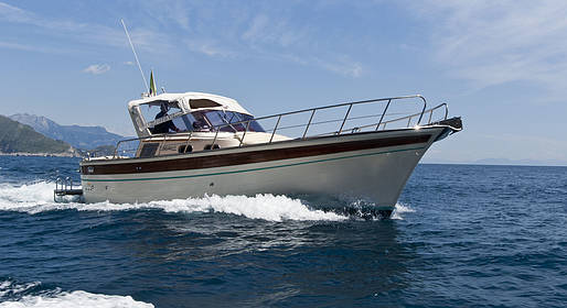 Plaghia Charter - Capri, tour in barca luxury a bordo di Aprea 32