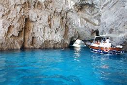 Tour in barca a Capri con partenza da Roma