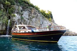 Tour in barca in Costiera Amalfitana da Napoli
