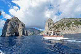 Tour in barca da Napoli a Capri