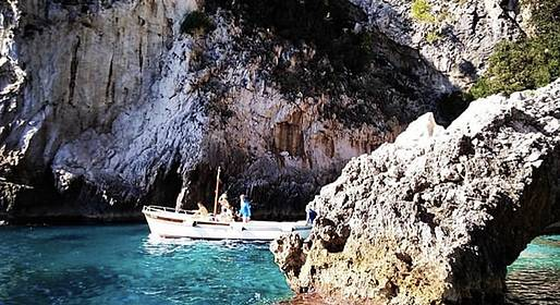 Vincenzo Capri Boats - Capri private Gozzo boat tour for a unforgettable day!!