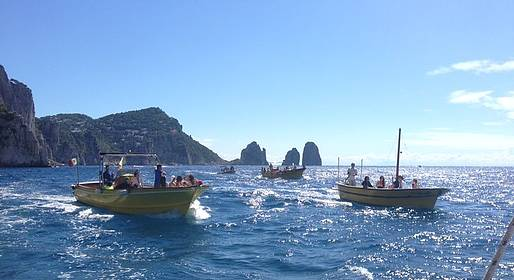 Capri Whales - Boat Tour Sorrento - Capri + free time on the island