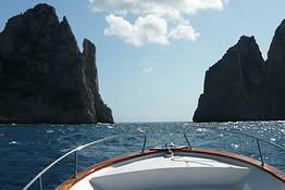 Noleggio gozzo di 6 mt a Capri (senza patente nautica)
