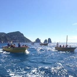 Capri Whales - Noleggio gozzo di 6 mt a Capri (senza patente nautica)