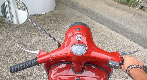 La Giuliva - Photo Tour via a Vintage Vespa 125