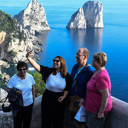 HP Travel - Tour guidato di Capri con giro dell'isola in barca