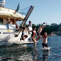Pèpecello Yacht Tours - Procida: tour privato in barca da Napoli